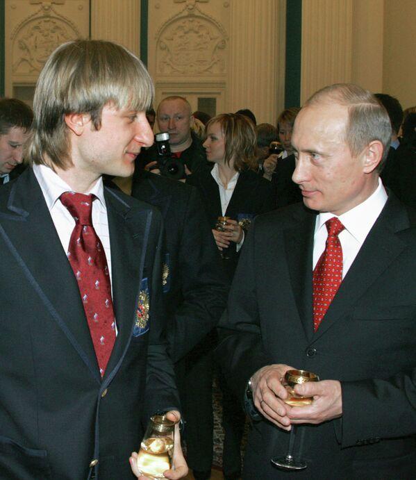 Олимпийский чемпион фигурист Евгений Плющенко и президент РФ Владимир Путин