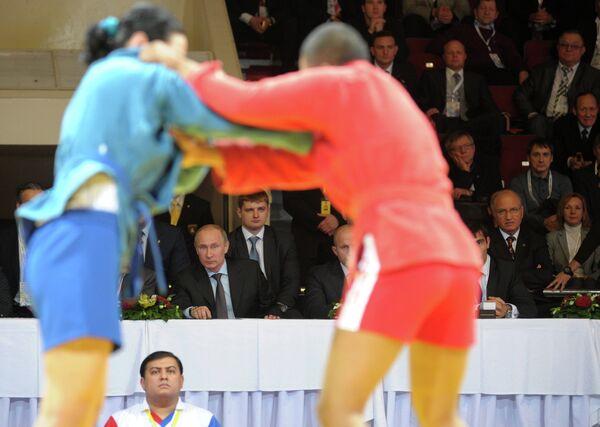 Президент России Владимир Путин на турнире по самбо