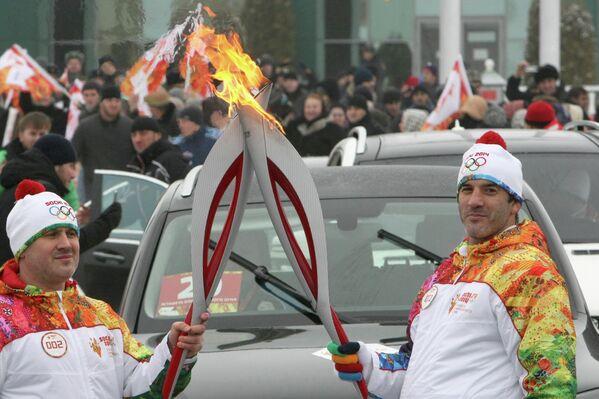 Мэр Грозного Муслим Хучиев (слева) и трехкратный олимпийский чемпион по вольной борьбе Бувайсар Сайтиев
