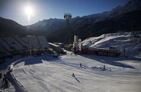 Трассы экстрим-парка Роза Хутор во время тренировок национальных сборных по сноуборду в дисциплине слоупстайл