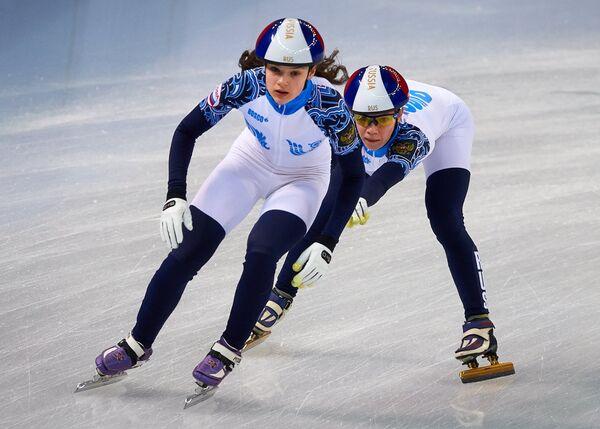Просвирнова Софья и Юлия Кичапова (слева направо)