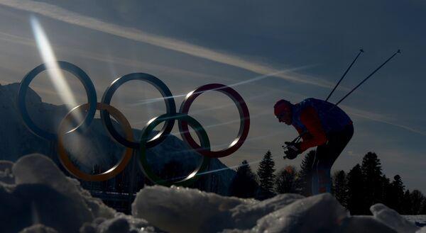 Спортсмен на тренировке национальных сборных по лыжным гонкам