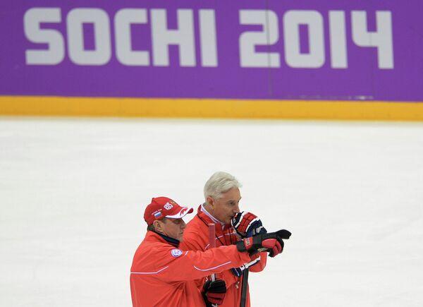 Валерий Белоусов и Зинэтула Билялетдинов (слева направо) во время тренировки
