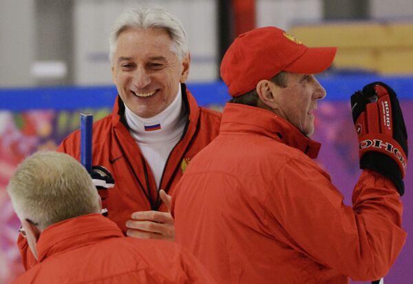 Слева направо: тренер вратарей Владимир Мышкин, главный тренер Зинэтула Билялетдинов и тренер Валерий Белоусов