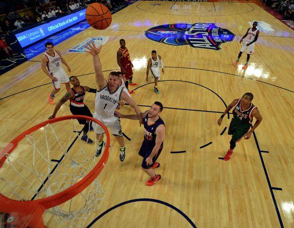Команда Гранта Хилла против команды Криса Уэббера в НБА