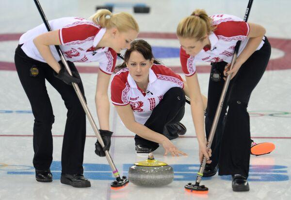 Российские керлингистки Александра Саитова, Екатерина Галкина и Маргарита Фомина (слева направо)