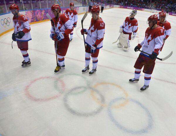 Хоккеисты сборной России после поражения от финнов на ОИ
