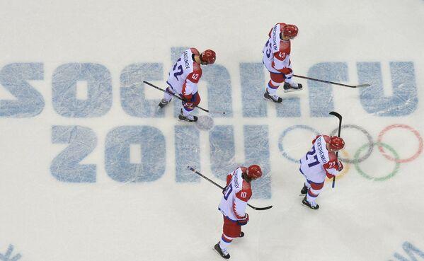 Хоккеисты сборной России после поражения в матче с Финляндией на ОИ