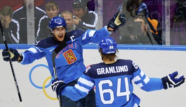 Форварды сборной Финляндии Теему Селянне и Микаэль Гранлунд (слева направо)