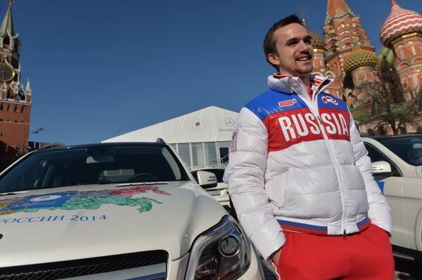 Российский фигурист Федор Климов во время церемонии вручения автомобилей призерам Олимпийских игр в Сочи