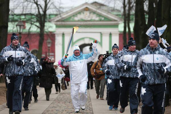 Председатель комитета по физкультуре и спорту при правительстве Санкт-Петербурга Юрий Авдеев во время эстафеты паралимпийского огня в Санкт-Петербурге