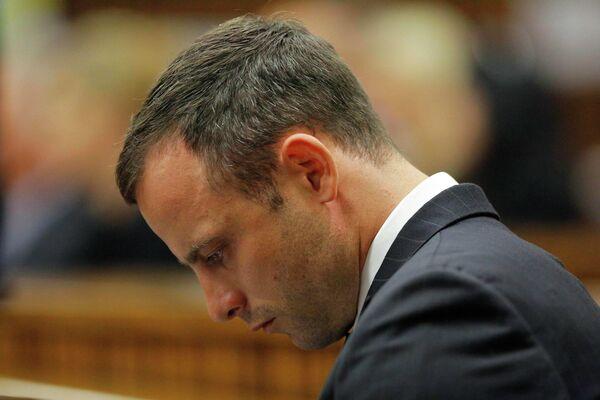 Оскар Писториус во второй день слушаний по делу об убийстве своей подруги Ревы Стенкамп