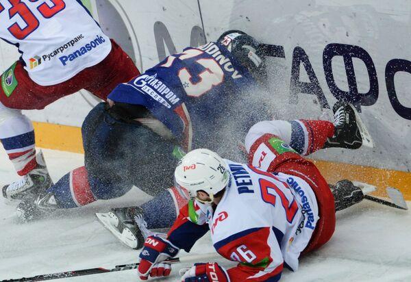 Игровой момент матча СКА - Локомотив