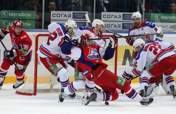 Хоккеисты Локомотива и Льва в финальном матче плей-офф Западной конференции Континентальной хоккейной лиги