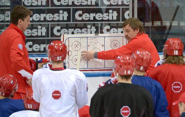Олег Знарок (справа)