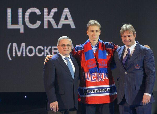 Владимир Шалаев (слева) и Павел Карнаухов (в центре)