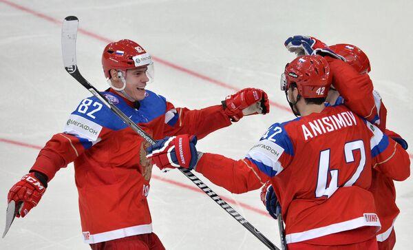 Хоккеисты сборной России Евгений Медведев (слева) и Артем Анисимов