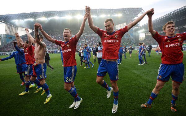 Футболисты ЦСКА радуются победе в матче 30-го тура чемпионата России по футболу