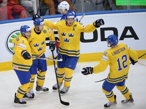 Хоккеисты сборной Швеции Никлас Бурстрем, Оскар Меллер, Микаэль Баклунд и Юаким Линдстрем (слева направо)