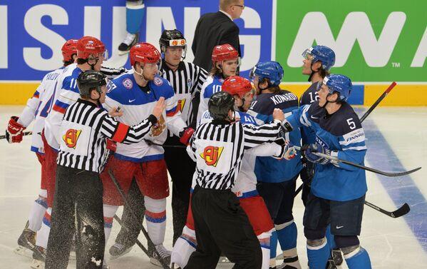 Потасовка хоккеистов сборных России и Финляндии в финальном матче чемпионата мира по хоккею