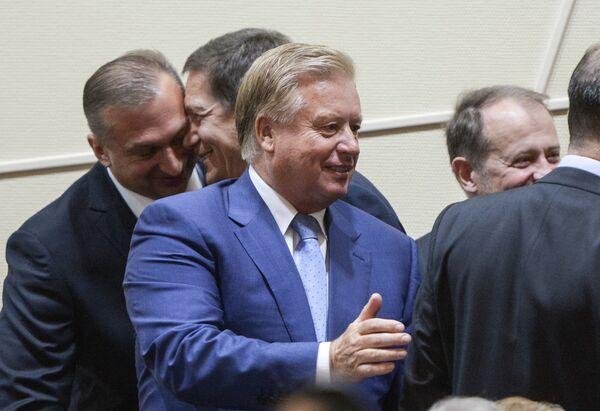 Леонид Тягачев (в центре)