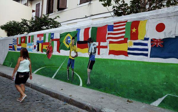 Граффити с флагами сборных-участниц чемпионата мира по футболу в Бразилии
