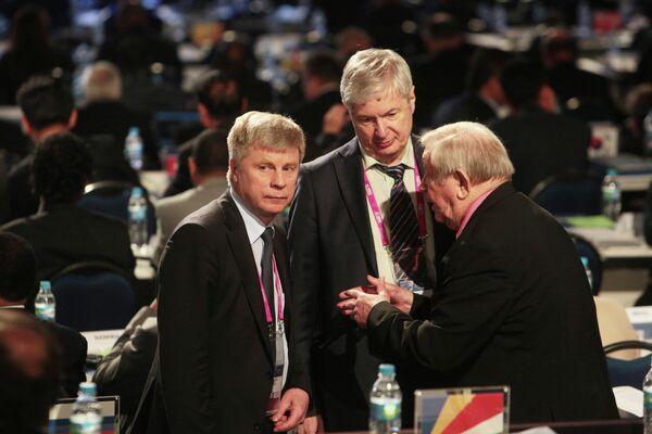 Николай Толстых (слева) и Анатолий Воробьев (в центре)