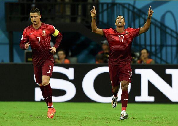 Нападающий сборной Португалии Криштиану Роналду и полузащитник Нани