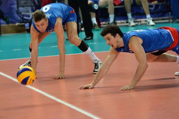 Волейболисты сборной Сербии Никола Йовович и Милош Никич (слева направо)