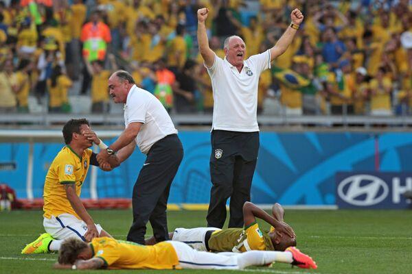 Главный тренер сборной Бразилии Луис Фелипе Сколари (справа)