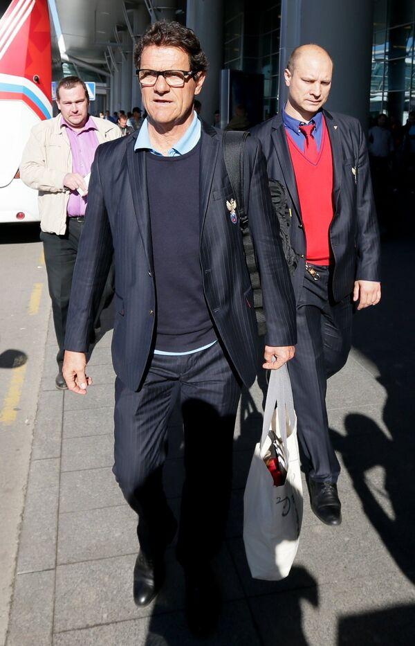 Фабио Капелло (слева) в аэропорту Шереметьево