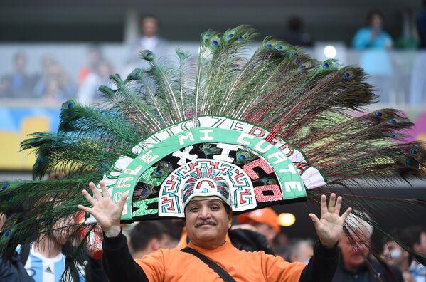 Болельщик сборной Мексики, болеющий за сборную Нидерландов.