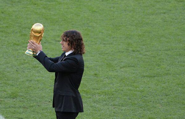 Испанский футболист Карлес Пуйоль перед финальным матчем чемпионата мира.