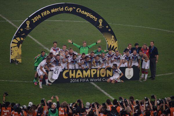 Игроки сборной Германии во время церемонии награждения