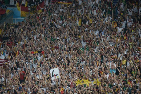 Болельщики на трибунах Мараканы во время финального матча ЧМ-2014