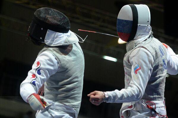 Россиянин Тимур Сафин (справа) и Ким Хье Гон (Корея)