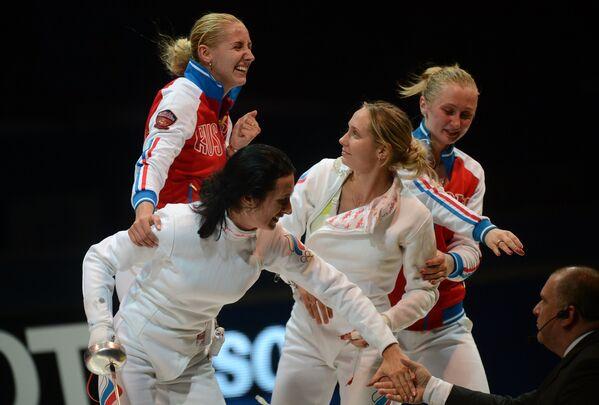 Российские спортсменки радуются победе в финале