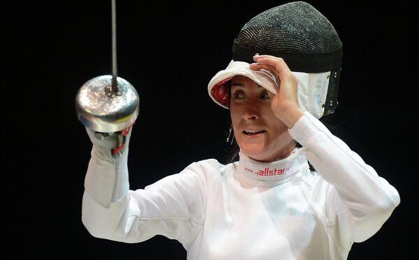Российская шпажистка Любовь Шутова в финале соревнований командного первенства по фехтованию