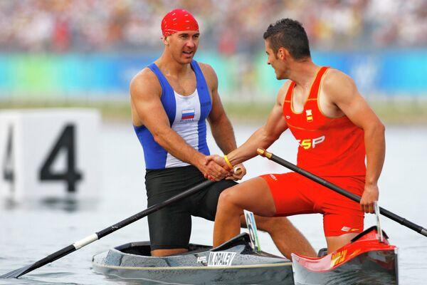 Олимпийский чемпион-2008 россиянин Максим Опалев (слева)