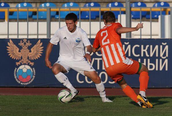 Игровой эпизод матча 3-го тура первенства России в зоне Юг между ФК Черноморец (Новороссийск) и ФК Жемчужина (Ялта).