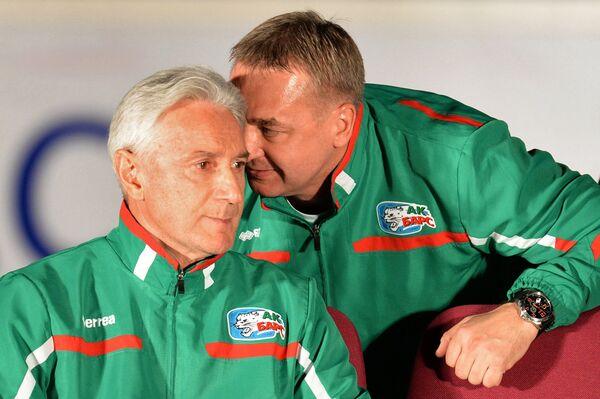 Главный тренер ХК Ак Барс Зинэтула Билялетдинов (слева) и старший тренер Валерий Белов