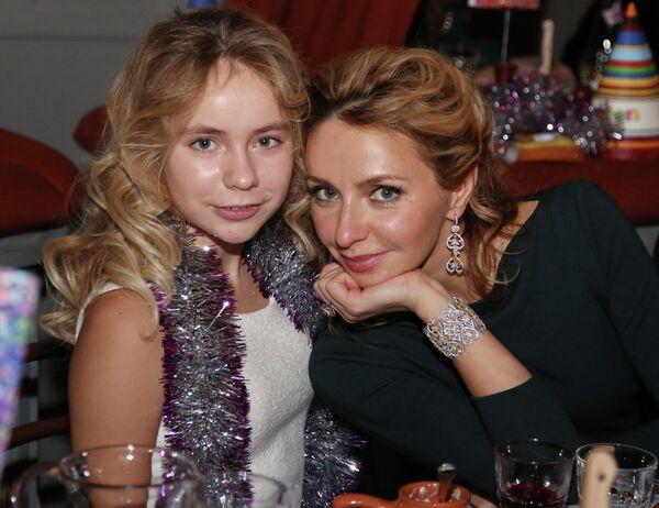 Фигуристка Татьяна Навка с дочерью Александрой