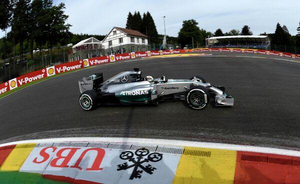 Льюис Хэмилтон стал лучшим во второй практике Гран-при Бельгии