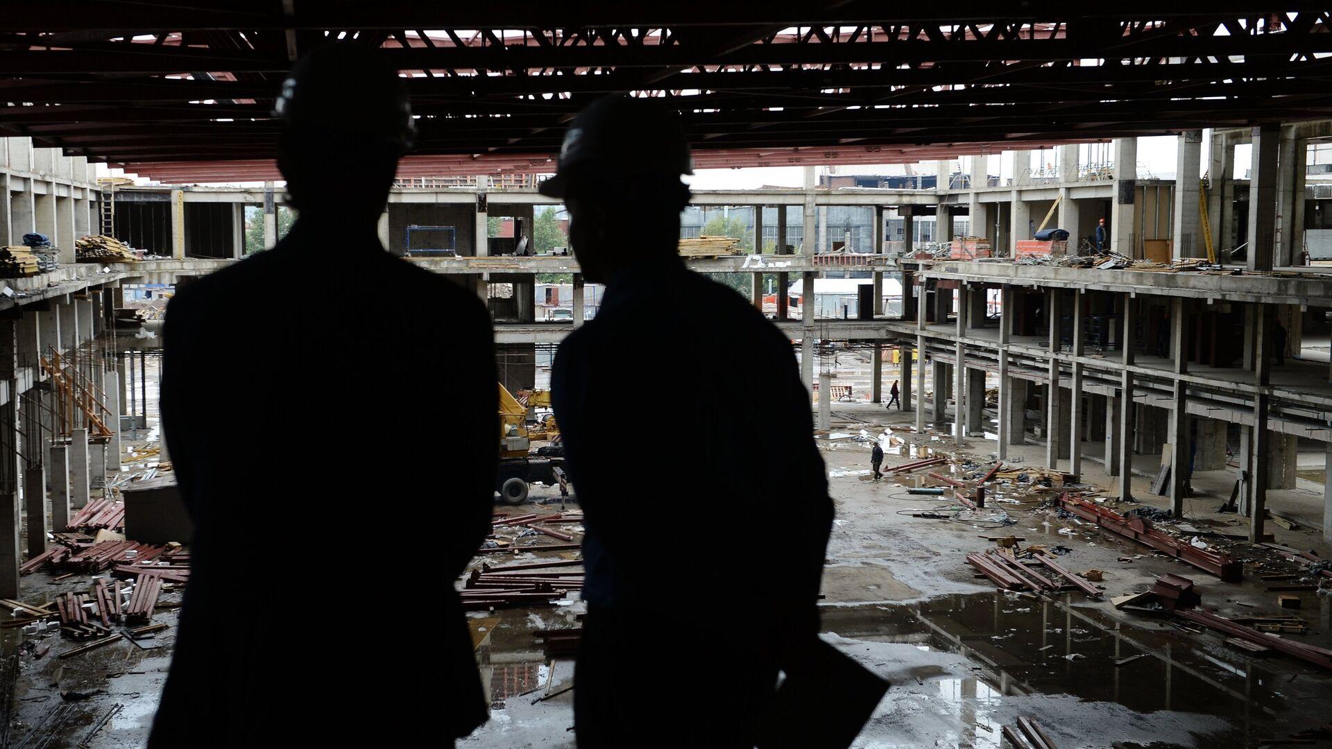 Рабочие на строительной площадке  - РИА Новости, 1920, 01.09.2021