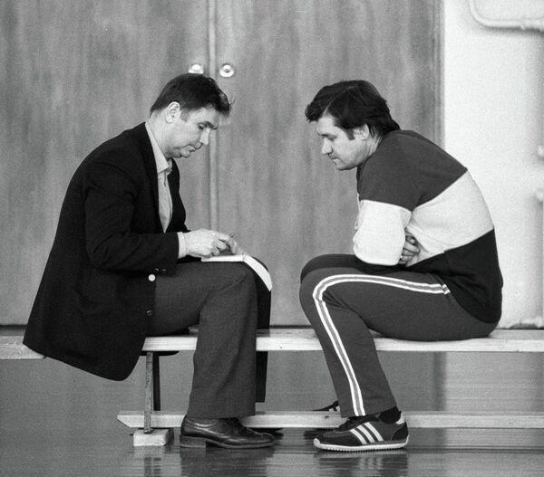 Виктор Тихонов (справа) и Владимир Юрзинов (слева)