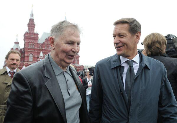 Александр Жуков и Виктор Тихонов (справа налево)