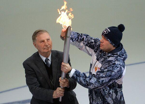 Виктор Тихонов (слева)
