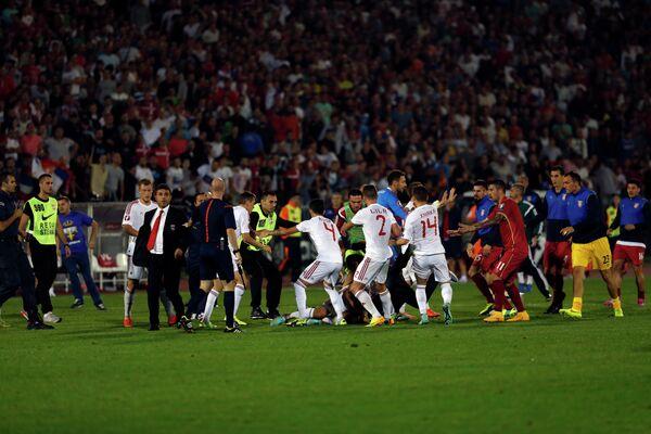 Драка футболистов в матче Сербия - Албания