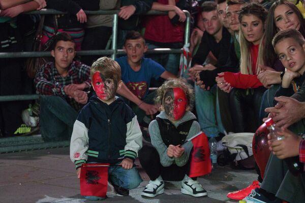 Юные албанские болельщики на матче Сербия - Албания