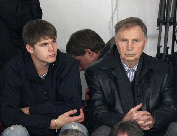 Известный хоккеист и тренер Виктор Тихонов с внуком Виктором игроком НХЛ (справа налево)